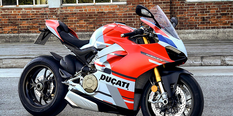 Ducati Pnanigale V4S Corse - den Supersportler mieten